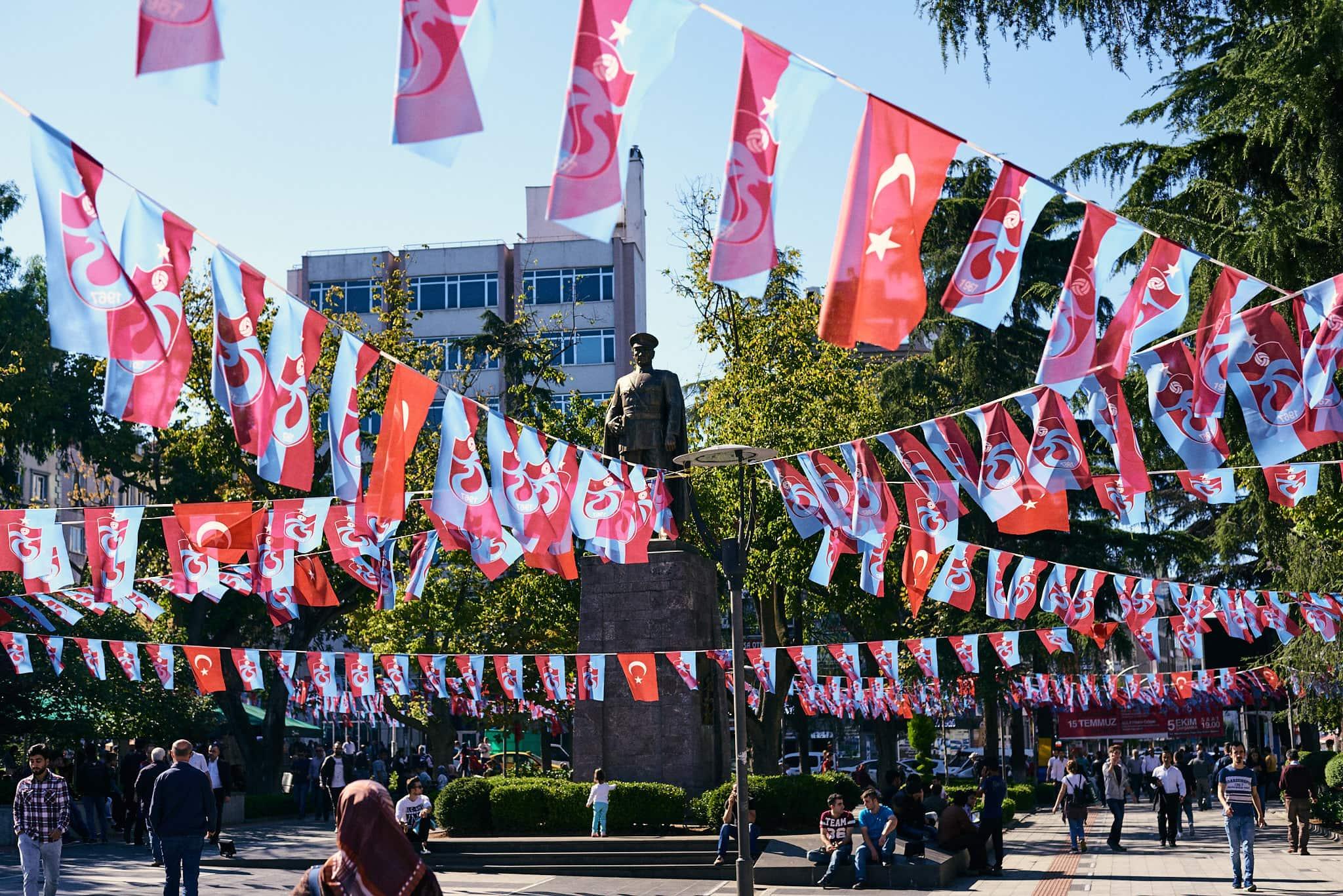Die Statue Kemal Atatürks in einem öffentlichen park in Trabzon.