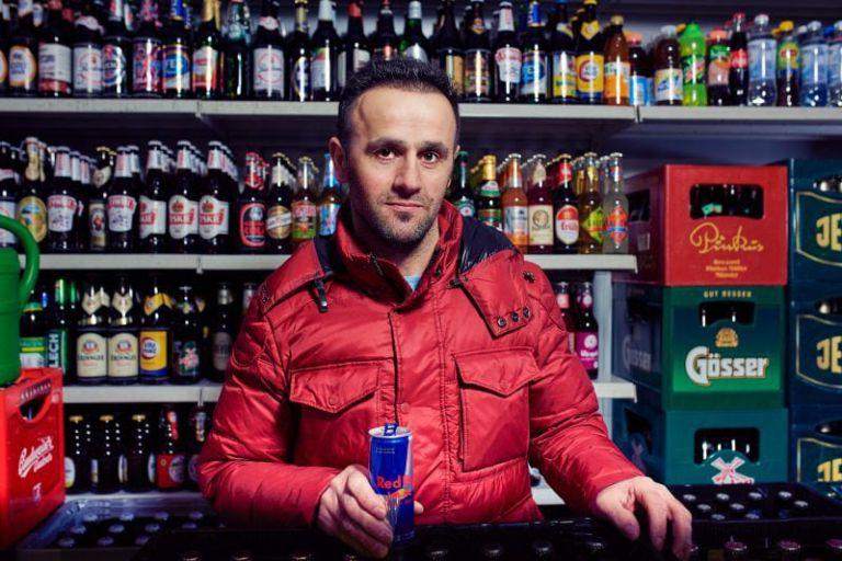 Portrait von Ali Akzoy, dem auch der gleichnamige Kiosk in der Bonner Altstadt gehört.