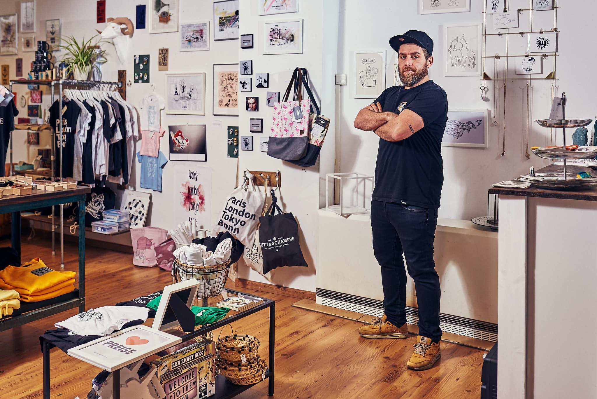 Portrait des Inhabers des love your local Shops in der Bonner Altstadt