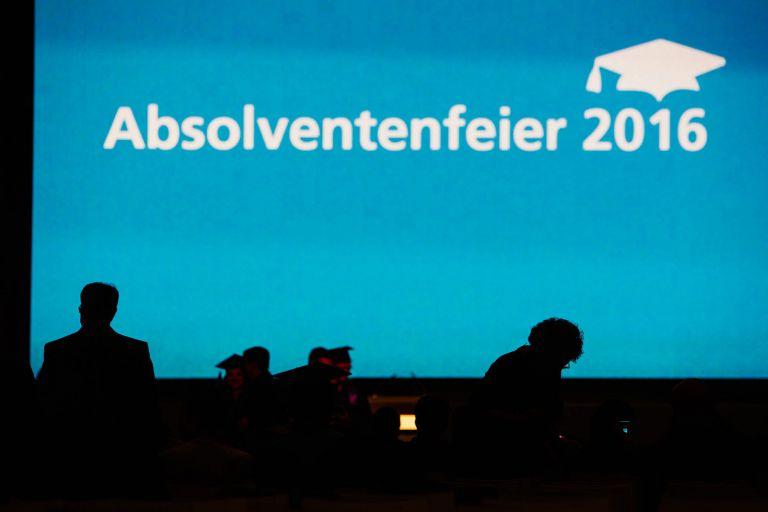 Hintergrund der Absolventenfeier im Telekomforum.