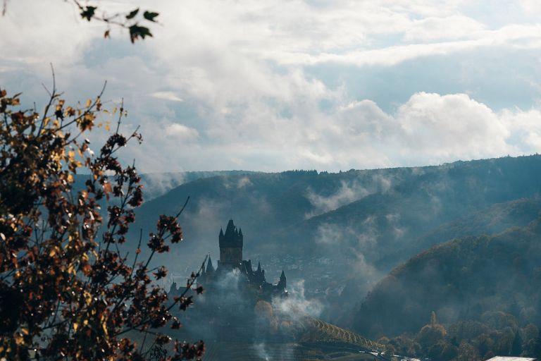 Blick ins Tal von Cochem mit der Reichsburg.