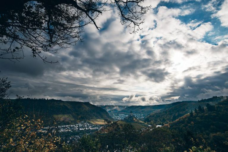 Panoramabild der Rheintals bei Cochem.