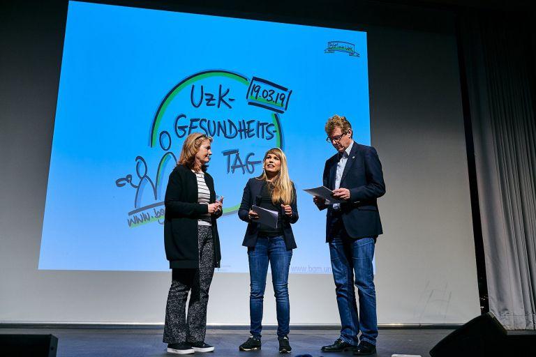 Drei Speaker auf der Bühne